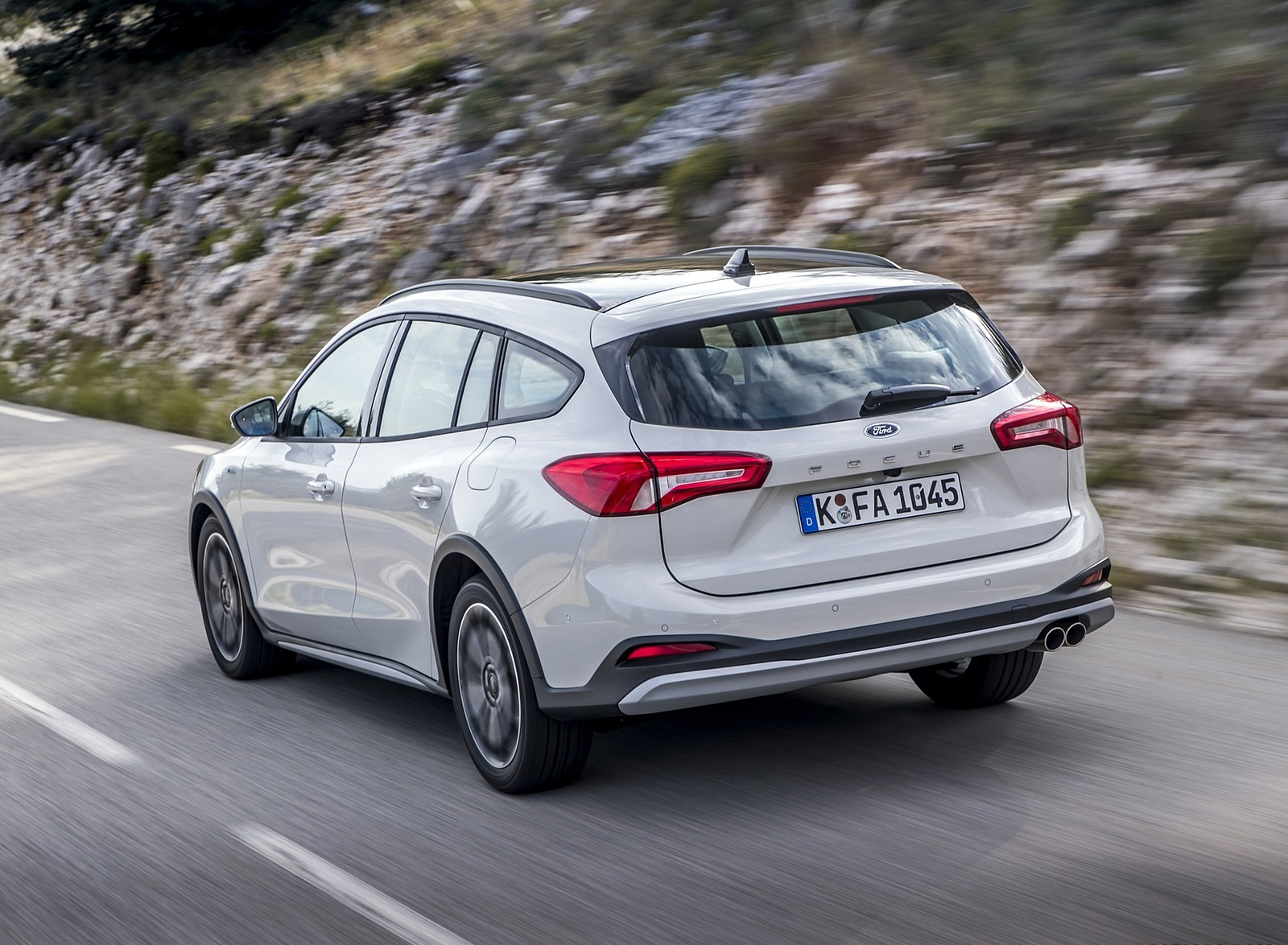 2019 Ford Focus Active Wagon (Color: Metropolis White) Rear Three-Quarter Wallpapers (9)
