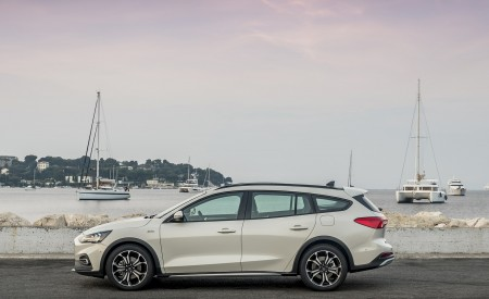 2019 Ford Focus Active Wagon (Color: Metropolis White) Side Wallpapers 450x275 (24)