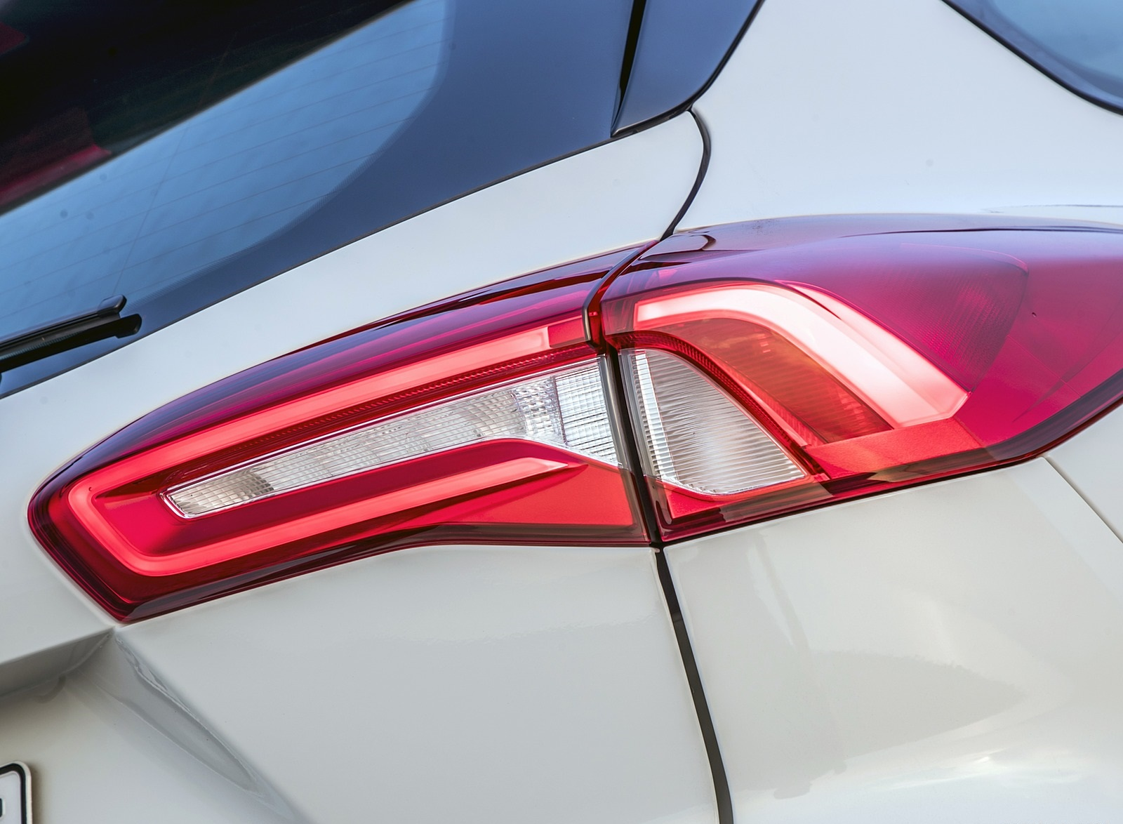 2019 Ford Focus Active Wagon (Color: Metropolis White) Tail Light Wallpapers #26 of 118