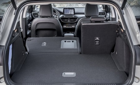 2019 Ford Focus Active Wagon (Color: Metropolis White) Trunk Wallpapers 450x275 (56)