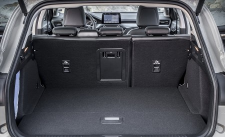2019 Ford Focus Active Wagon (Color: Metropolis White) Trunk Wallpapers 450x275 (55)