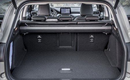 2019 Ford Focus Active Wagon (Color: Metropolis White) Trunk Wallpapers 450x275 (52)