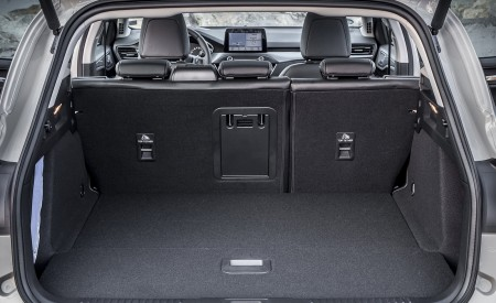 2019 Ford Focus Active Wagon (Color: Metropolis White) Trunk Wallpapers 450x275 (51)