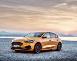 2019 Ford Focus ST (Euro-Spec Color: Orange Fury) Front Three-Quarter Wallpapers 150x120 (38)