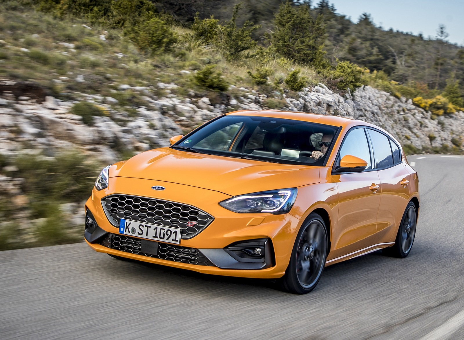 2019 Ford Focus ST (Euro-Spec Color: Orange Fury) Front Three-Quarter Wallpapers (3)