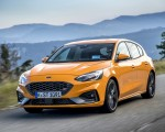 2019 Ford Focus ST (Euro-Spec Color: Orange Fury) Front Three-Quarter Wallpapers 150x120 (1)