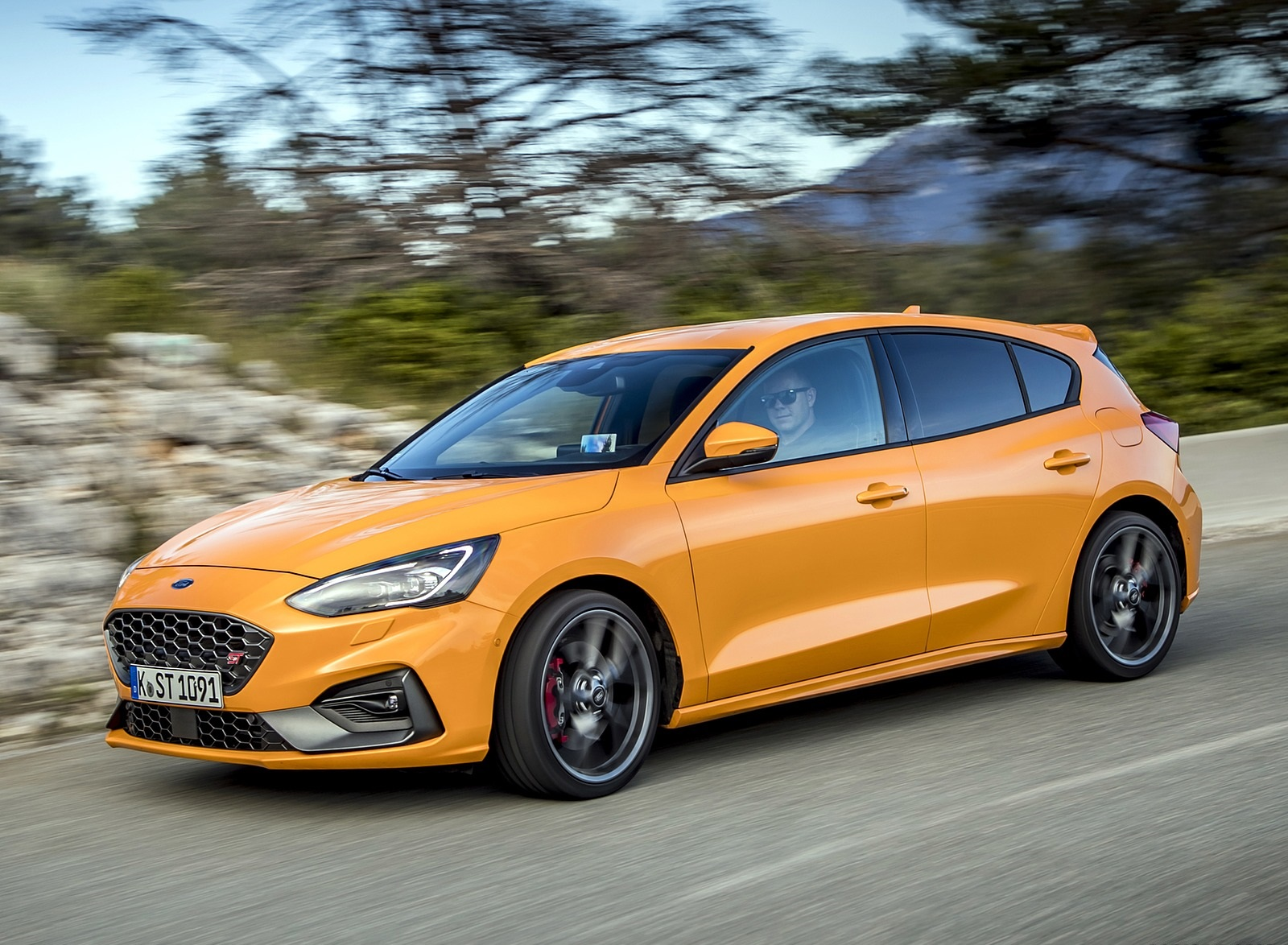 2019 Ford Focus ST (Euro-Spec Color: Orange Fury) Front Three-Quarter Wallpapers (5)