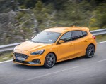 2019 Ford Focus ST (Euro-Spec Color: Orange Fury) Front Three-Quarter Wallpapers 150x120 (32)
