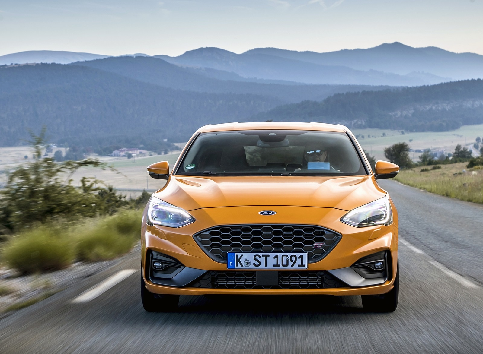 2019 Ford Focus ST (Euro-Spec Color: Orange Fury) Front Wallpapers (7)