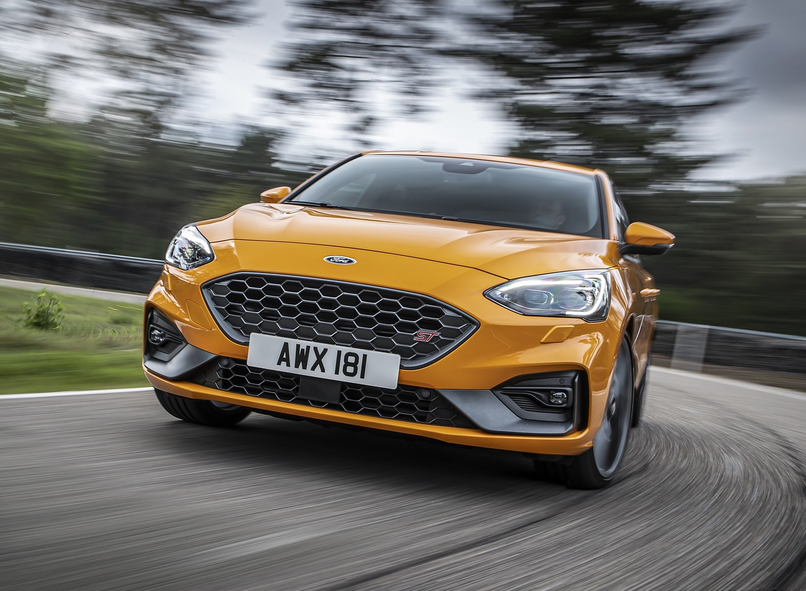 2019 Ford Focus ST (Euro-Spec Color: Orange Fury) Front Wallpapers (8)