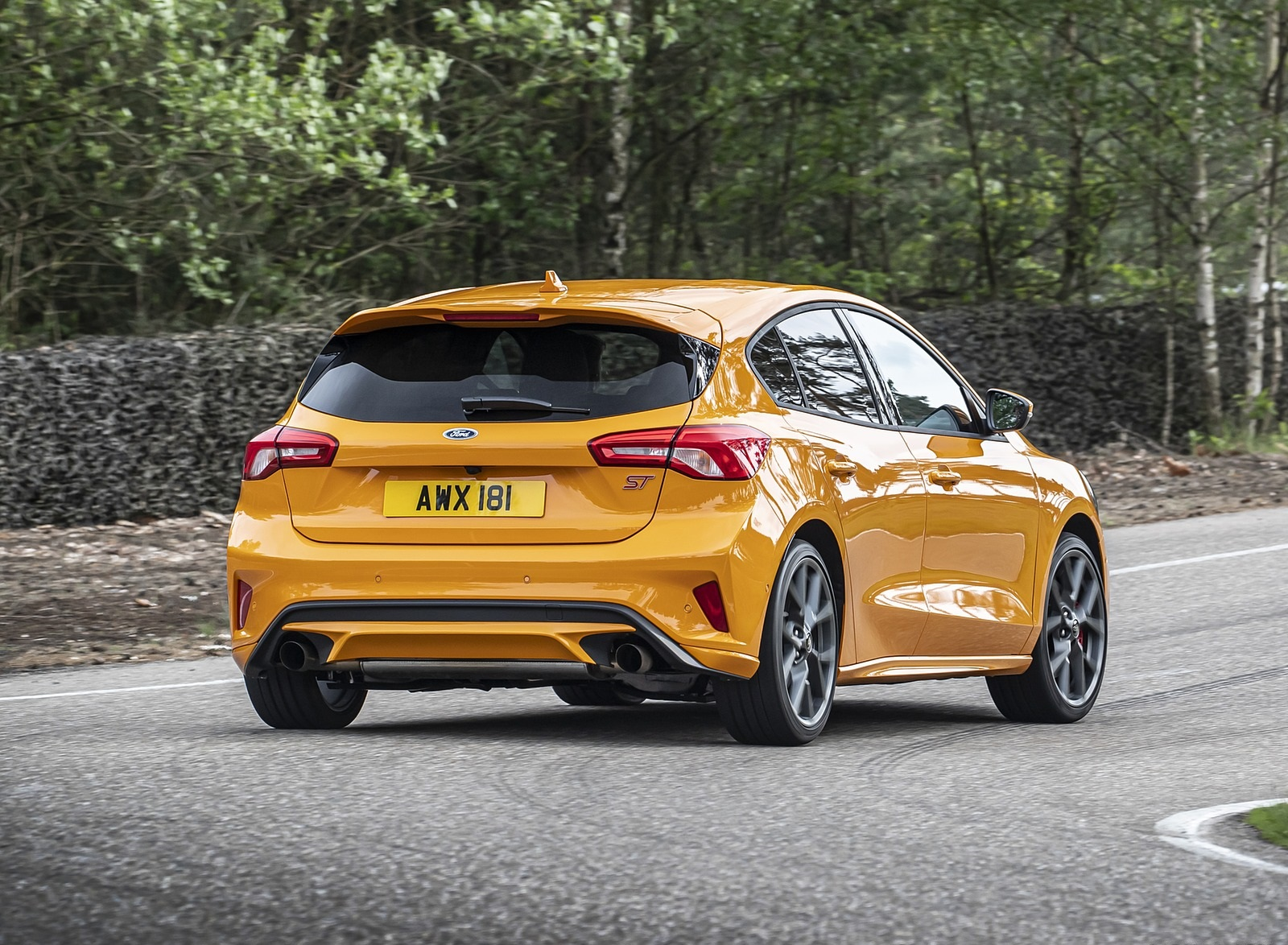 2019 Ford Focus ST (Euro-Spec Color: Orange Fury) Rear Three-Quarter Wallpapers (10)