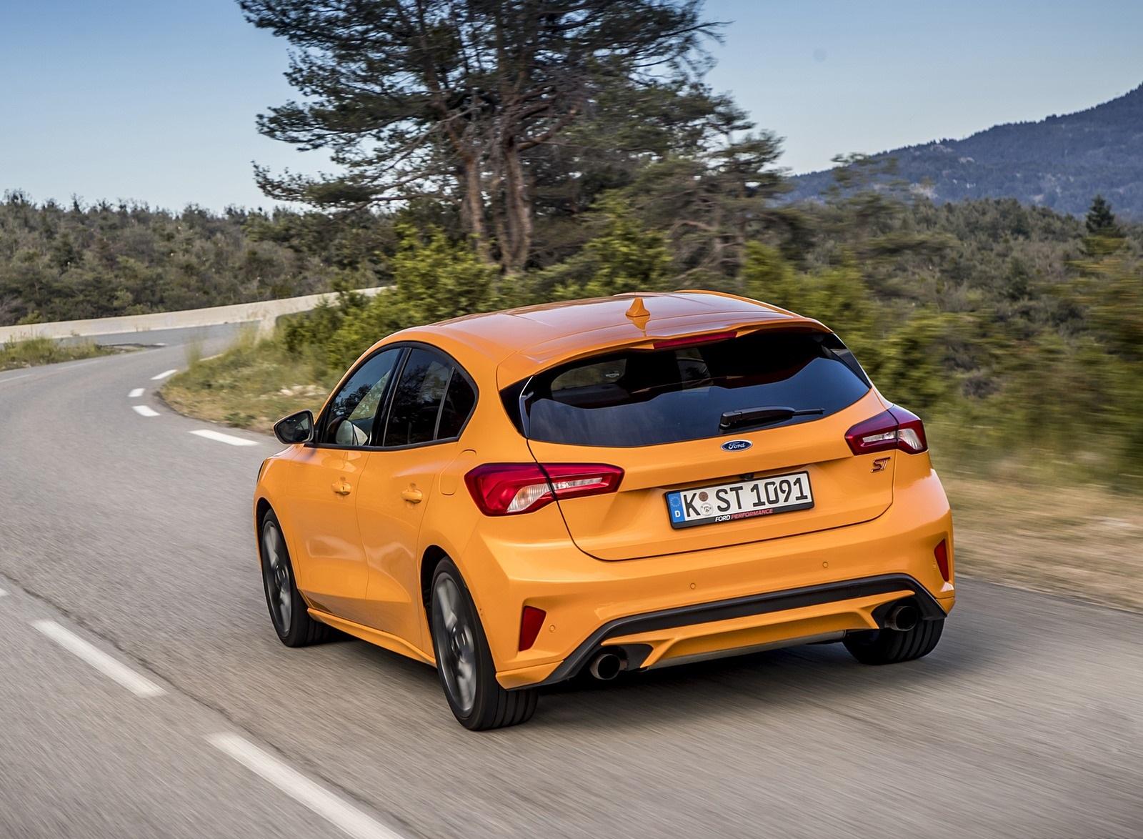 2019 Ford Focus ST (Euro-Spec Color: Orange Fury) Rear Three-Quarter Wallpapers (12)