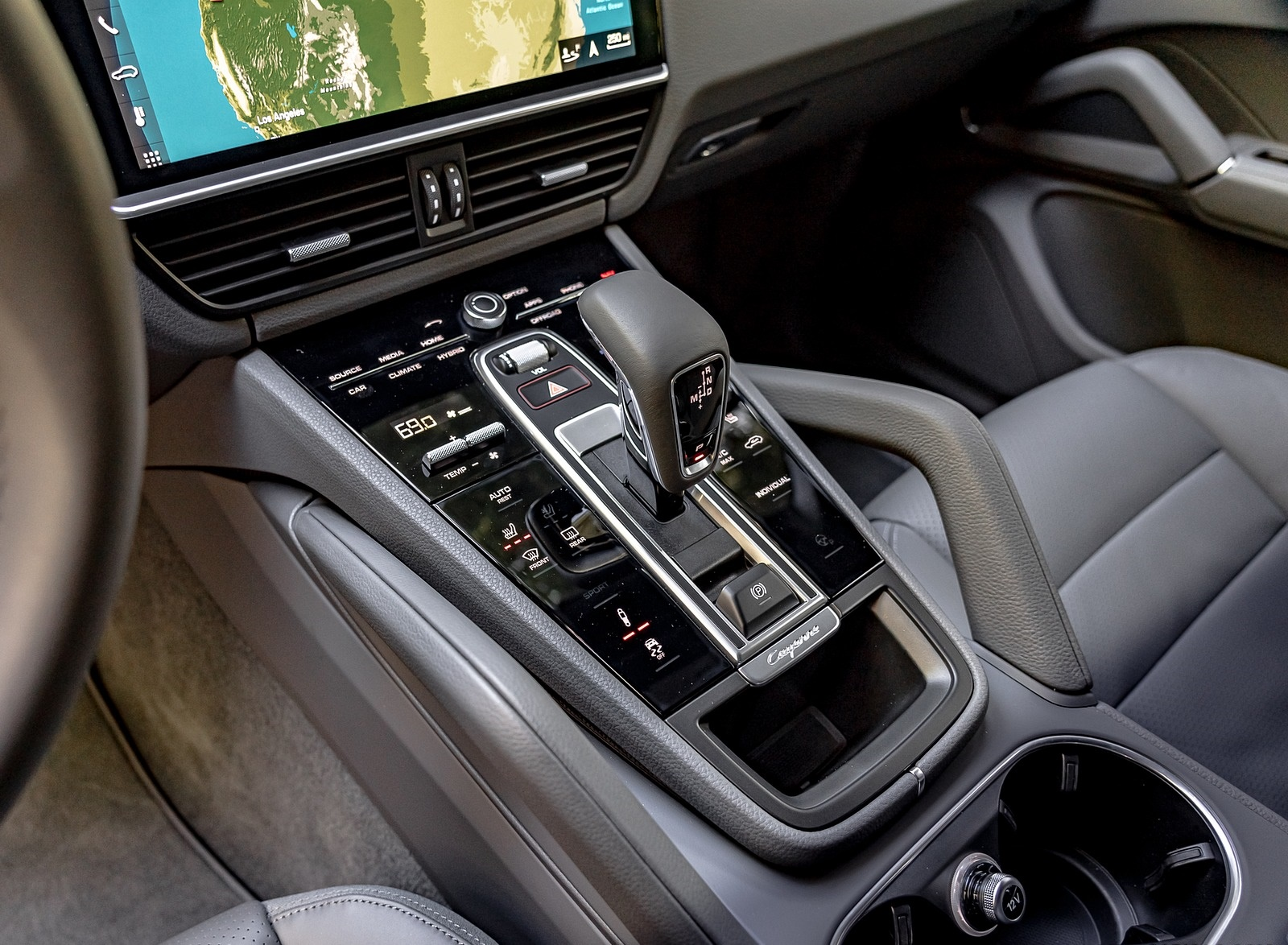 2019 Porsche Cayenne E-Hybrid (US-Spec) Central Console Wallpapers #36 of 37
