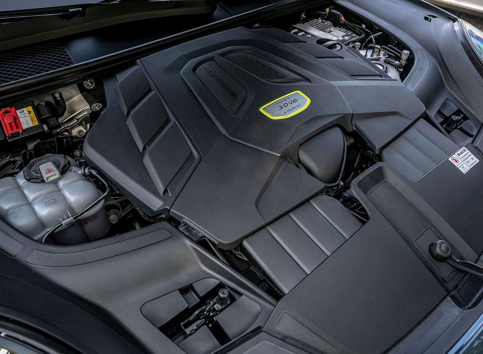 2019 Porsche Cayenne E-Hybrid (US-Spec) Engine Wallpapers #28 of 37