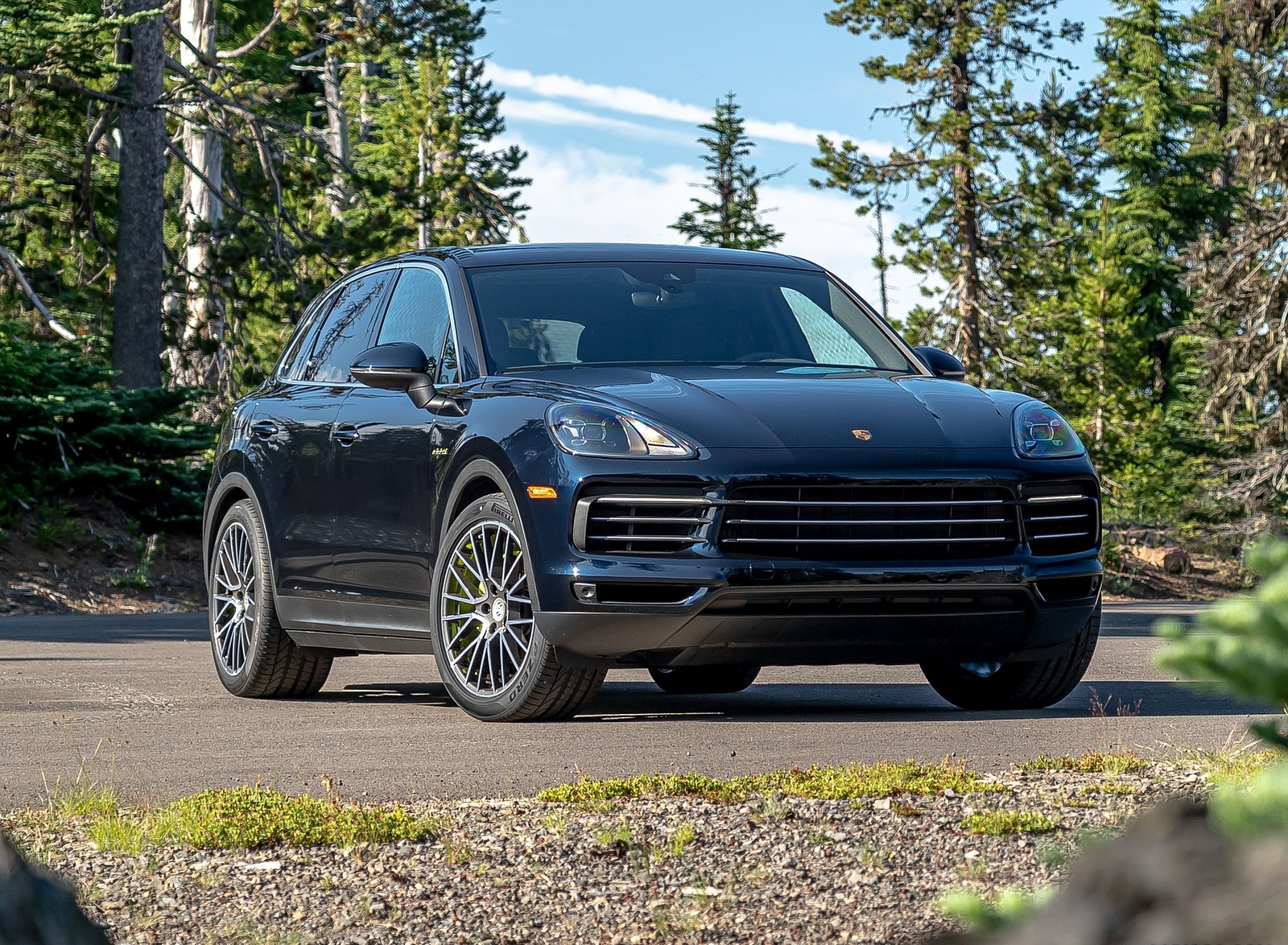 2019 Porsche Cayenne E-Hybrid (US-Spec) Front Three-Quarter Wallpapers #16 of 37