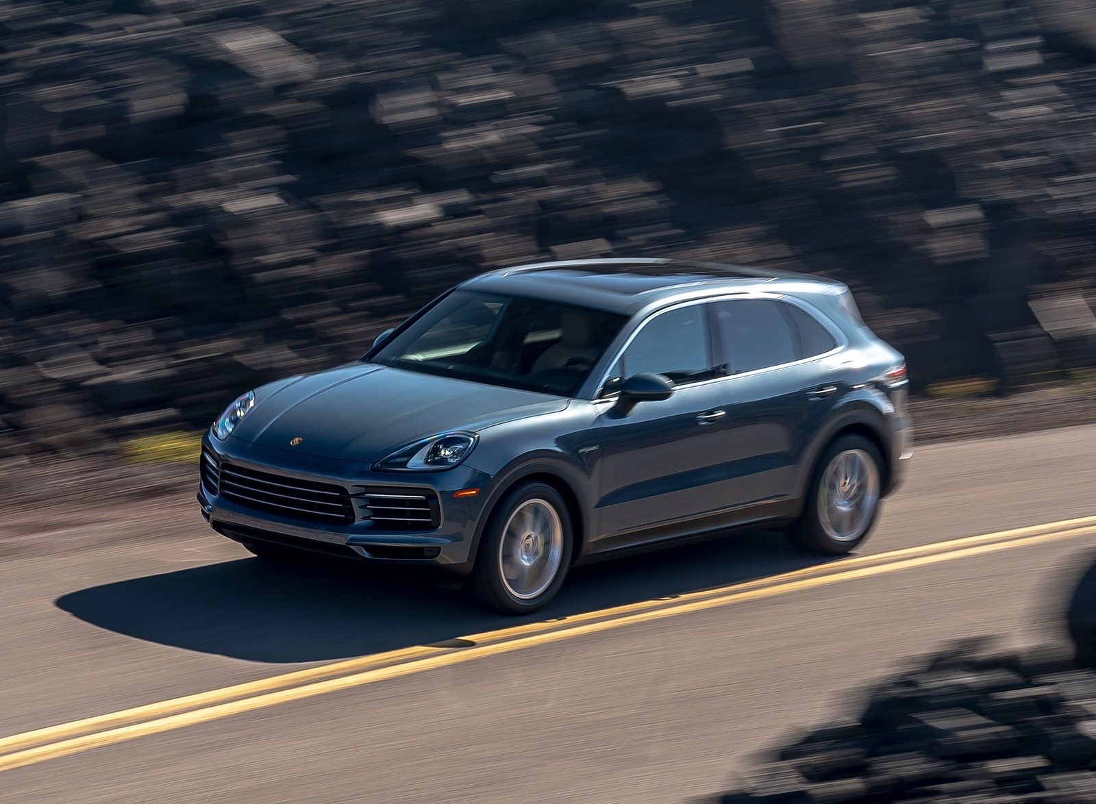 2019 Porsche Cayenne E-Hybrid (US-Spec) Front Three-Quarter Wallpapers (3)