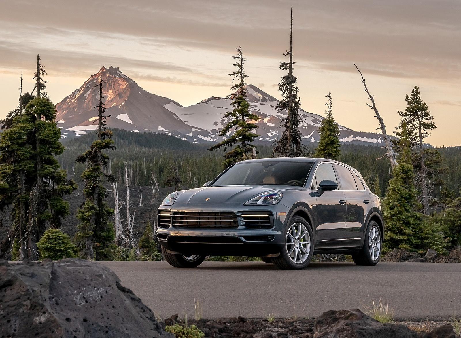 2019 Porsche Cayenne E-Hybrid (US-Spec) Front Three-Quarter Wallpapers #18 of 37