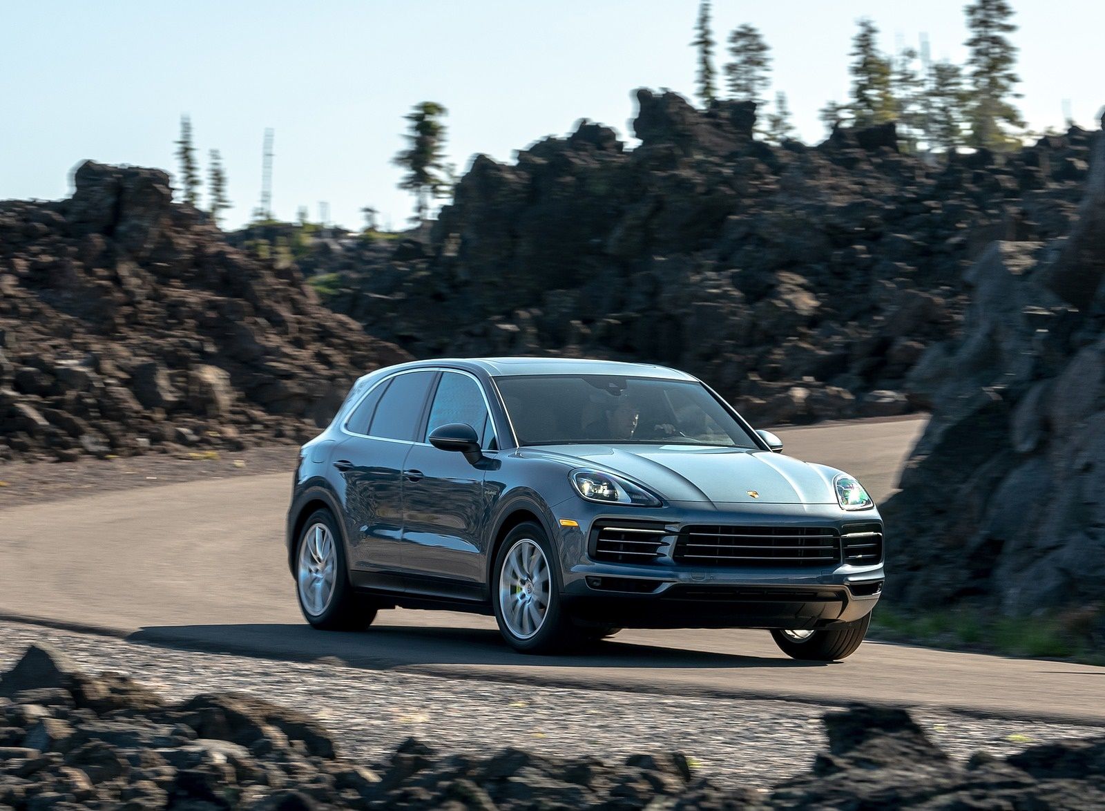 2019 Porsche Cayenne E-Hybrid (US-Spec) Front Three-Quarter Wallpapers (4)