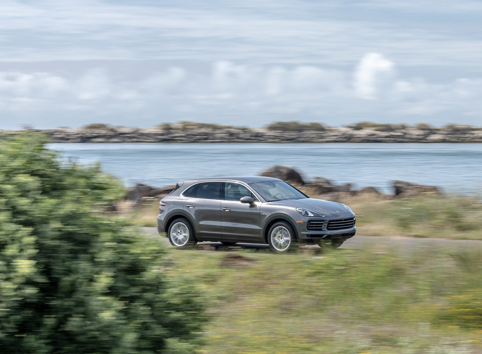 2019 Porsche Cayenne E-Hybrid (US-Spec) Front Three-Quarter Wallpapers #5 of 37
