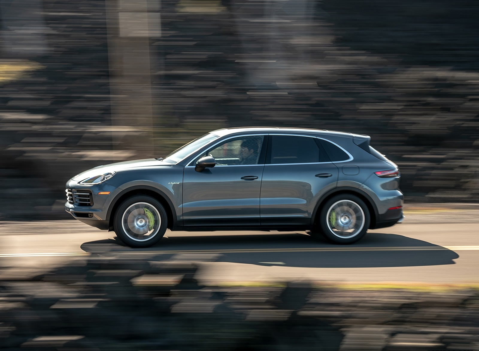 2019 Porsche Cayenne E-Hybrid (US-Spec) Side Wallpapers (15)