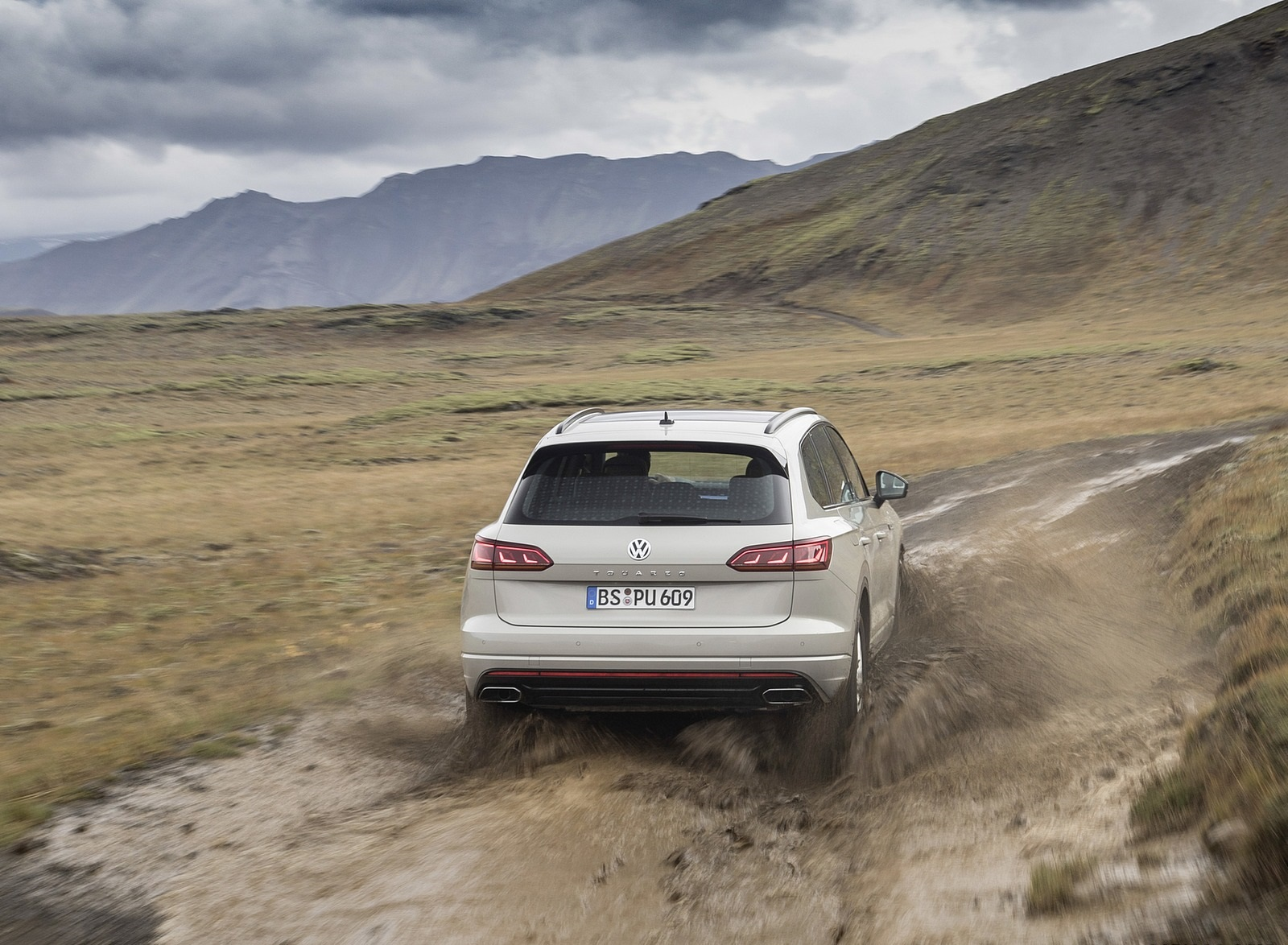 2019 Volkswagen Touareg ONE Million Off-Road Wallpapers (9)
