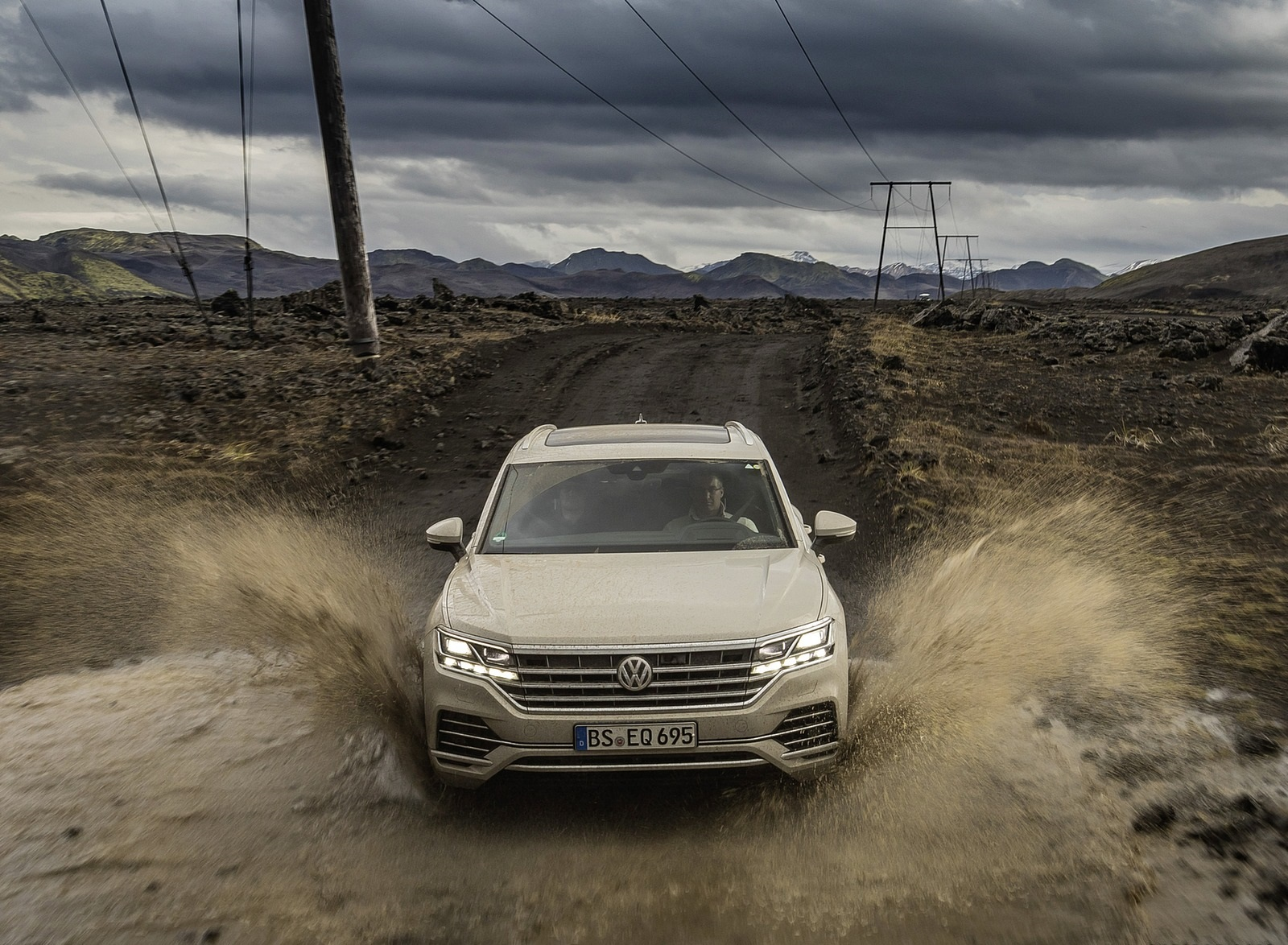2019 Volkswagen Touareg ONE Million Off-Road Wallpapers (10)