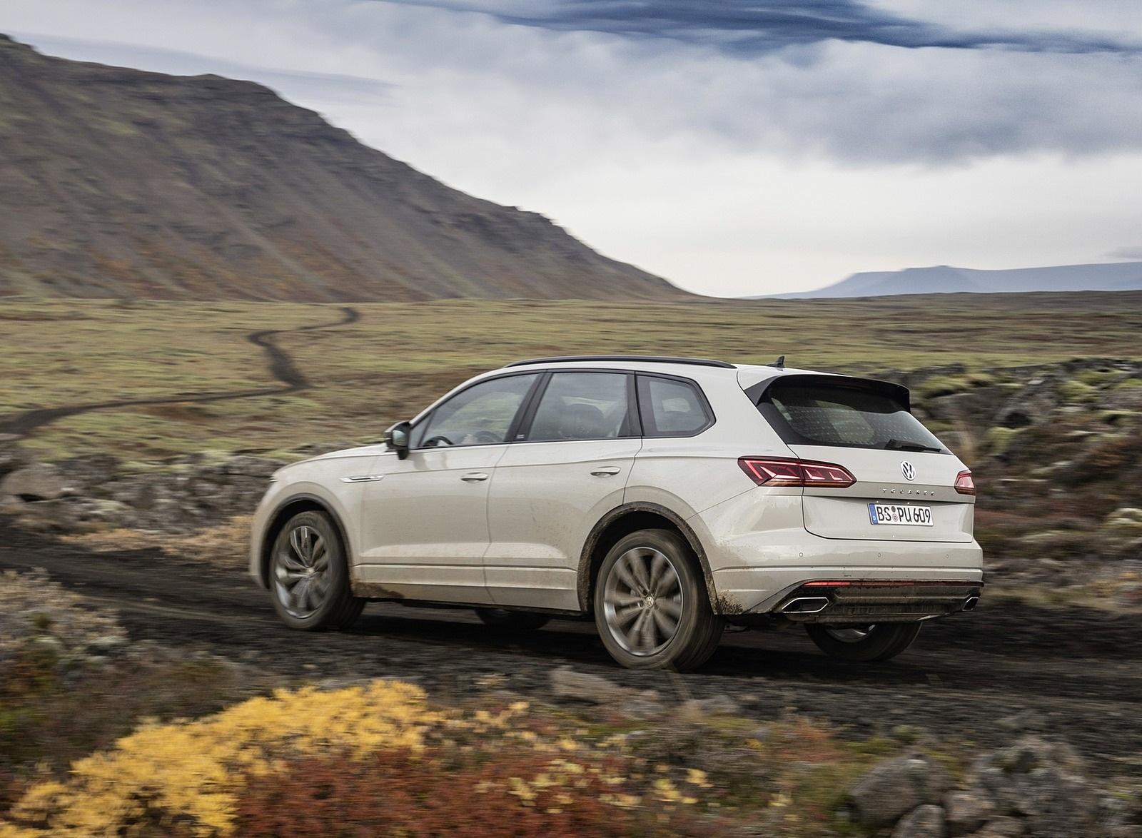 2019 Volkswagen Touareg ONE Million Rear Three-Quarter Wallpapers (6)