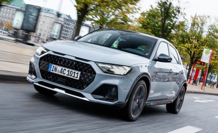 2020 Audi A1 Citycarver (Color: Arrow Gray) Front Three-Quarter Wallpapers 450x275 (2)