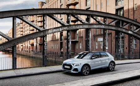 2020 Audi A1 Citycarver (Color: Arrow Gray) Front Three-Quarter Wallpapers 450x275 (52)