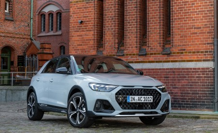 2020 Audi A1 Citycarver (Color: Arrow Gray) Front Three-Quarter Wallpapers 450x275 (9)