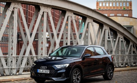 2020 Audi A1 Citycarver (Color: Firmament Blue) Front Three-Quarter Wallpapers 450x275 (18)