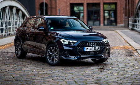 2020 Audi A1 Citycarver (Color: Firmament Blue) Front Three-Quarter Wallpapers 450x275 (19)