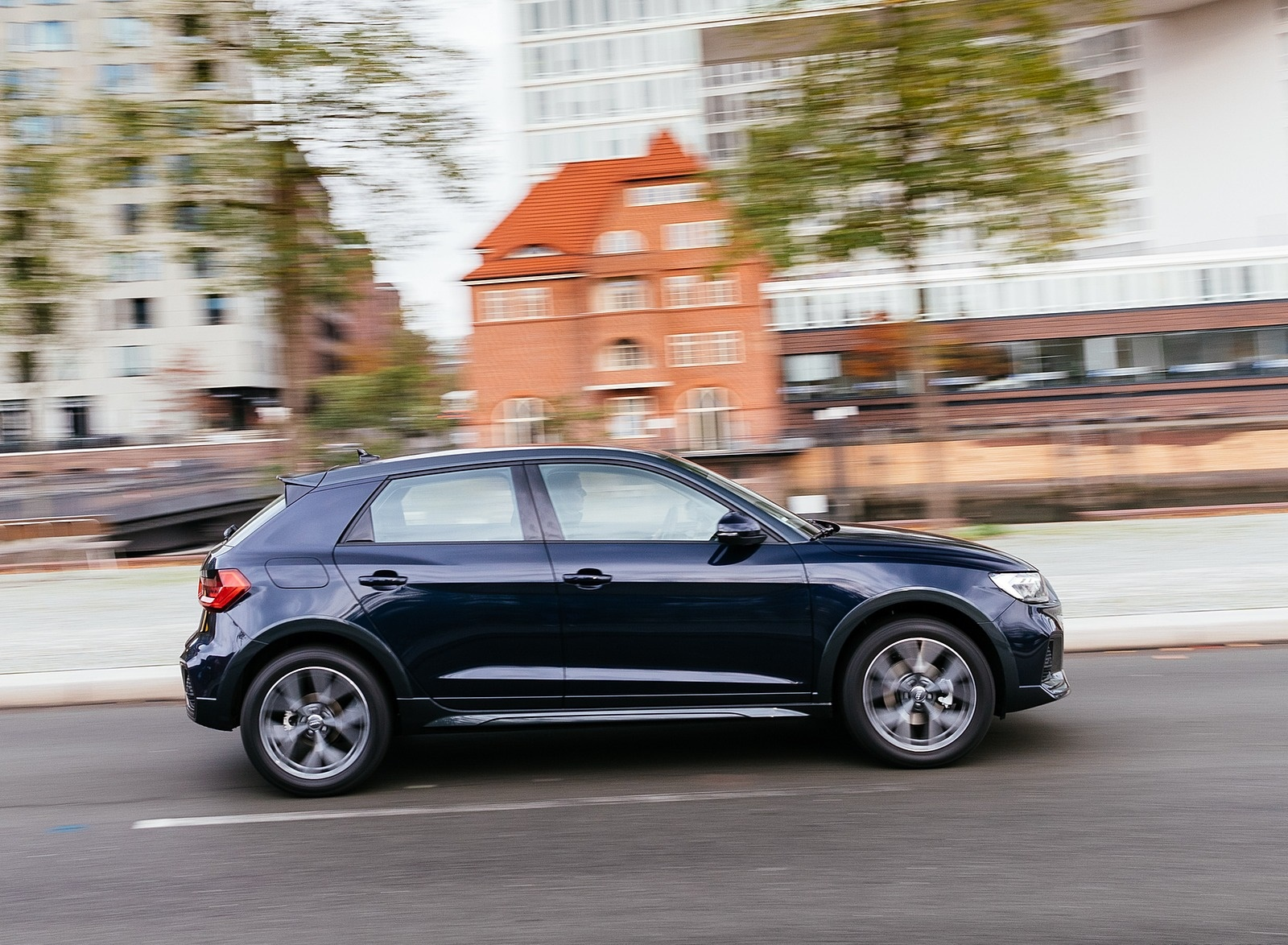 2020 Audi A1 Citycarver (Color: Firmament Blue) Side Wallpapers (15)