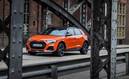 2020 Audi A1 Citycarver (Color: Pulse Orange) Front Three-Quarter Wallpapers 450x275 (40)