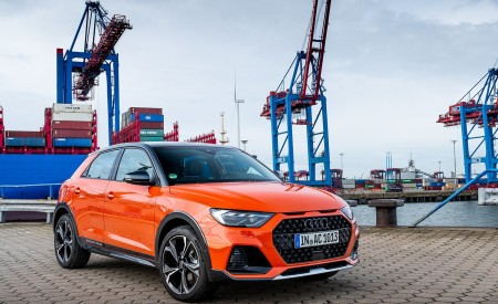 2020 Audi A1 Citycarver (Color: Pulse Orange) Front Three-Quarter Wallpapers 450x275 (38)