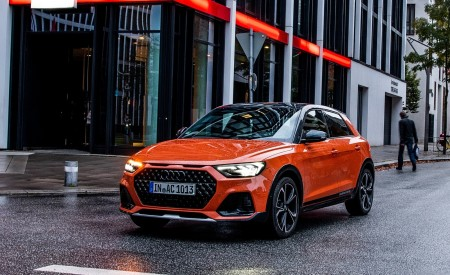 2020 Audi A1 Citycarver (Color: Pulse Orange) Front Three-Quarter Wallpapers 450x275 (27)