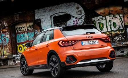 2020 Audi A1 Citycarver (Color: Pulse Orange) Rear Three-Quarter Wallpapers 450x275 (36)