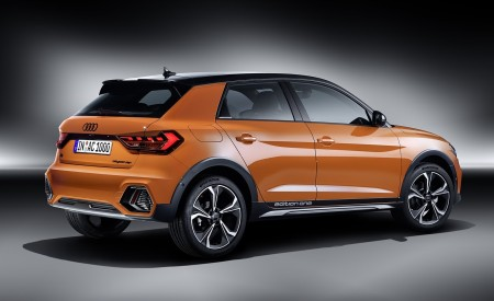 2020 Audi A1 Citycarver (Color: Pulse Orange) Rear Three-Quarter Wallpapers 450x275 (96)