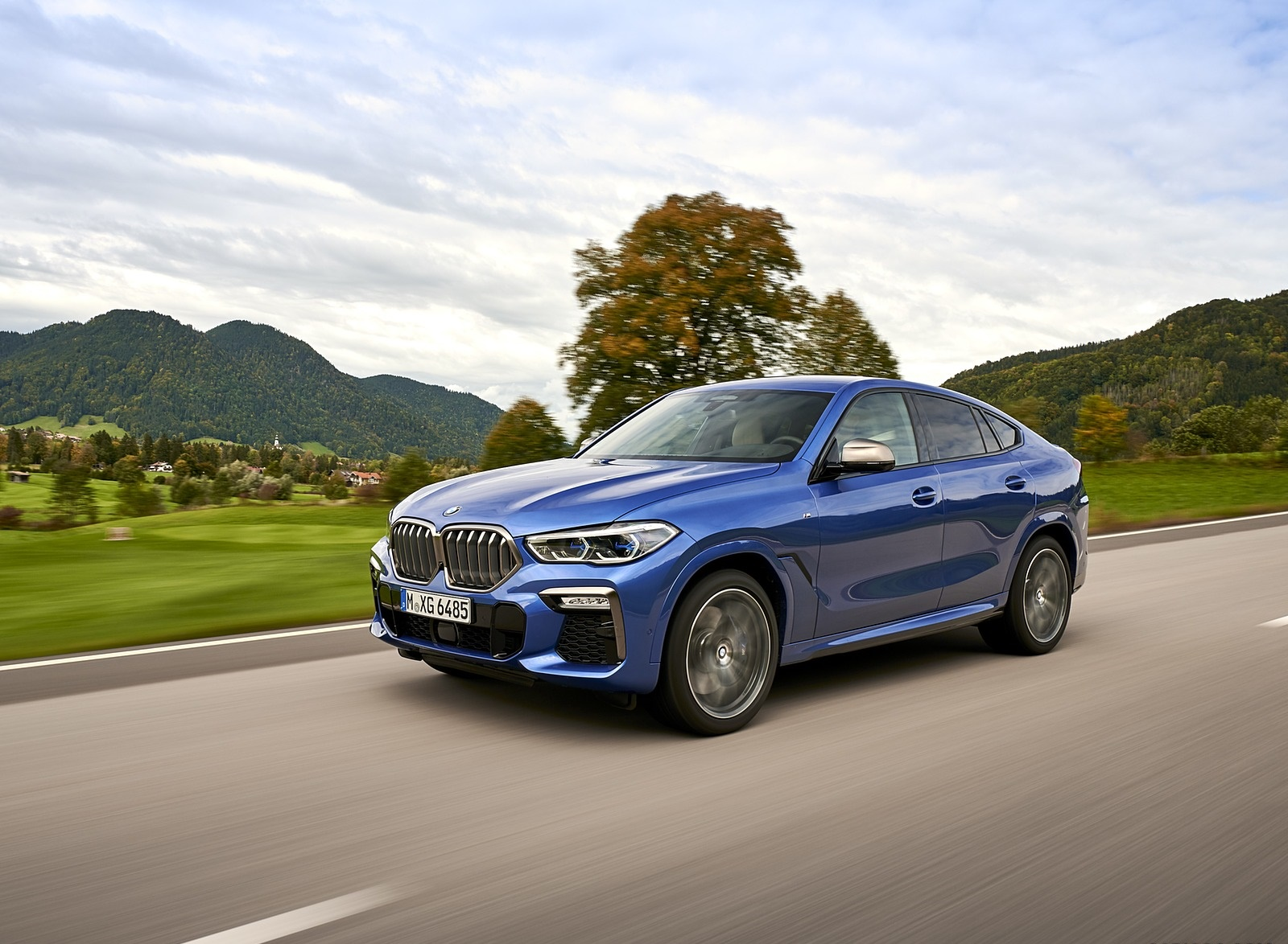 2020 BMW X6 M50i Front Three-Quarter Wallpapers (3)