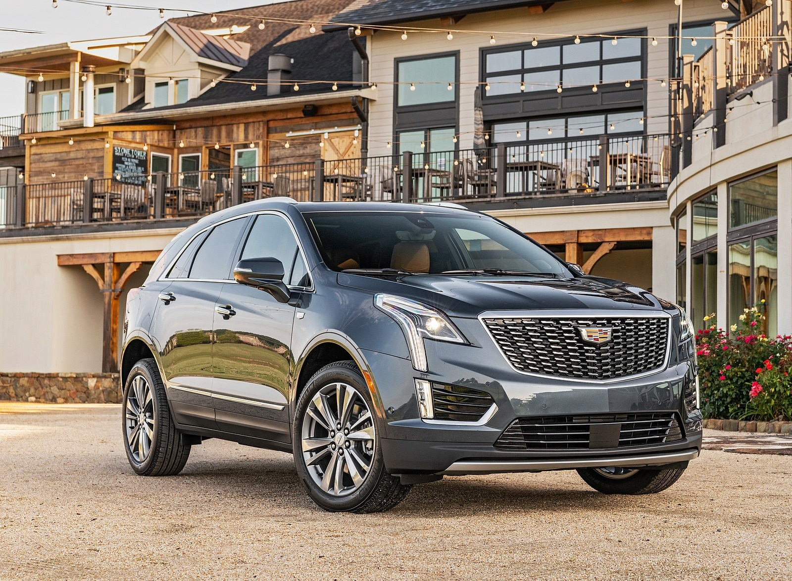 2020 Cadillac XT5 Premium Luxury Front Three-Quarter Wallpapers (2)