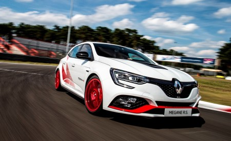 2020 Renault Mégane R.S. Trophy-R Front Three-Quarter Wallpapers 450x275 (4)
