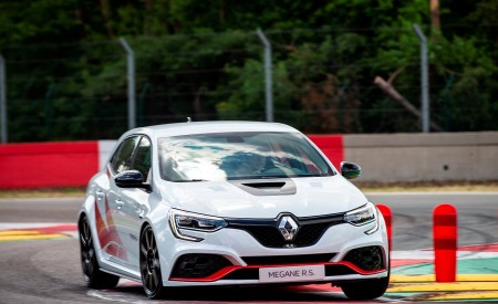 2020 Renault Mégane R.S. Trophy-R Front Three-Quarter Wallpapers 450x275 (6)
