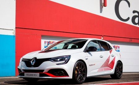 2020 Renault Mégane R.S. Trophy-R Front Three-Quarter Wallpapers 450x275 (37)