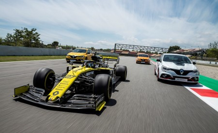 2020 Renault Mégane R.S. Trophy-R and R.S. 19 Formula One Car Wallpapers 450x275 (30)