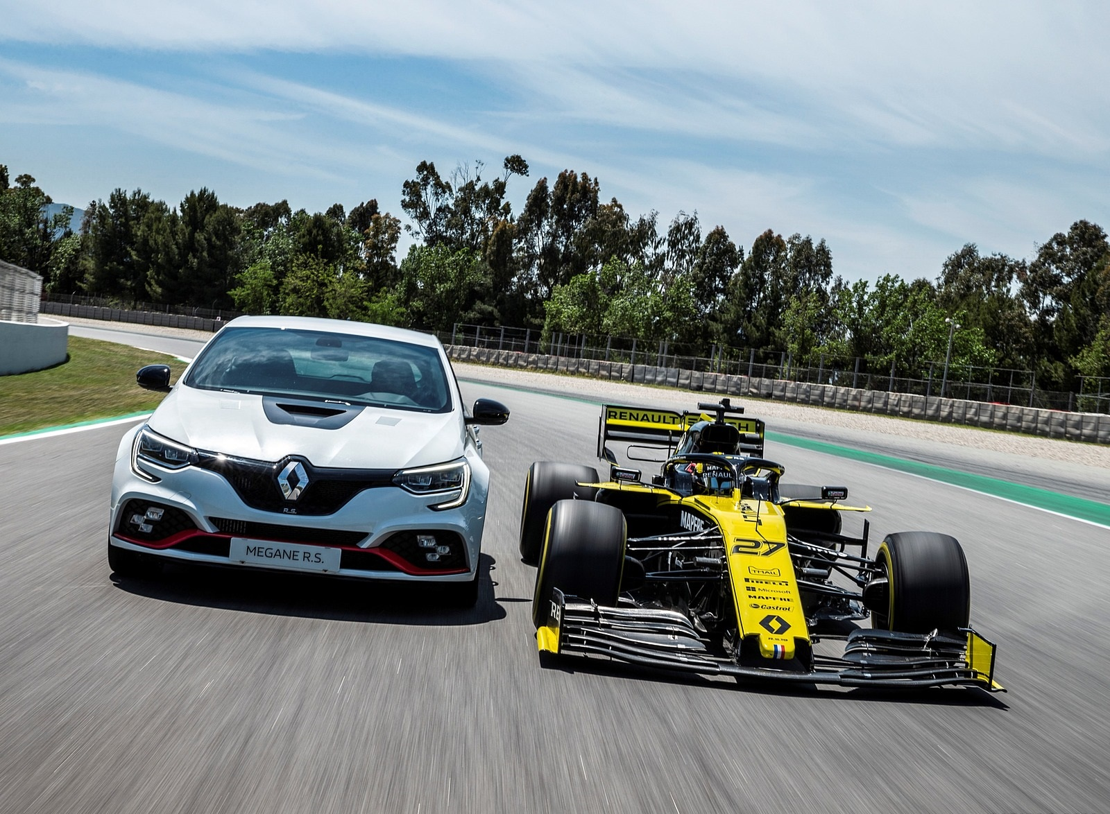 2020 Renault Mégane R.S. Trophy-R and R.S. 19 Formula One Car Wallpapers (13)