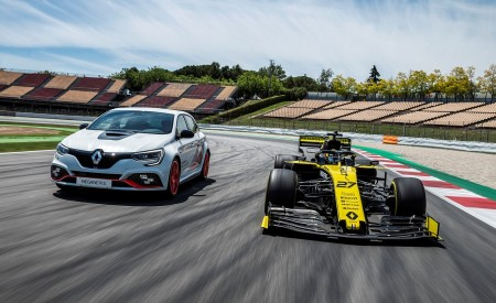 2020 Renault Mégane R.S. Trophy-R and R.S. 19 Formula One Car Wallpapers 450x275 (15)