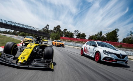 2020 Renault Mégane R.S. Trophy-R and R.S. 19 Formula One Car Wallpapers 450x275 (29)