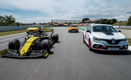 2020 Renault Mégane R.S. Trophy-R and R.S. 19 Formula One Car Wallpapers 450x275 (20)