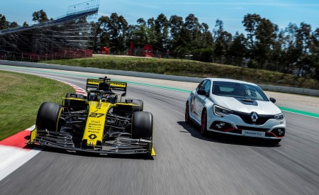 2020 Renault Mégane R.S. Trophy-R and R.S. 19 Formula One Car Wallpapers 450x275 (24)