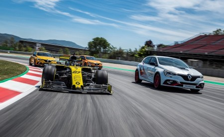 2020 Renault Mégane R.S. Trophy-R and R.S. 19 Formula One Car Wallpapers 450x275 (12)